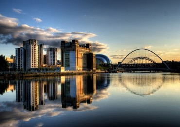 Newcastle_Quayside_with_bridges.